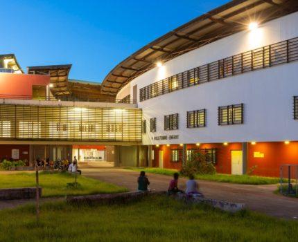 Centre_hospitalier_Andree-Rosemon-02