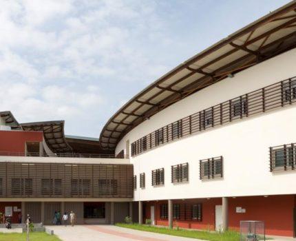 Centre_hospitalier_Andree-Rosemon-03